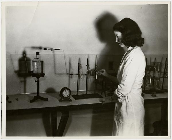 Geraldine Lynch '45 working in chemistry laboratory