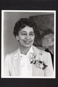 Mabel Murphy Smythe '37, winner of the Ella T. Grasso Pangynaskeia Award