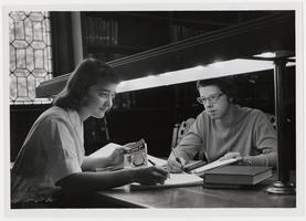 Suzanne Fischback and Catherine Zastrow, both '62, in Williston Memorial Library