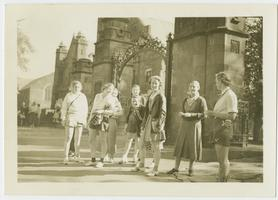 Members of the Class of 1937 at the Field Memorial Gate, ready for a Mountain Day excursion