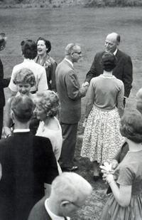 Group of students and parents at a gathering with President Richard Glenn Gettell and his wife Landonia