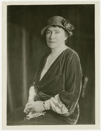 Mary Emma Woolley, seated portrait photo wearing hat