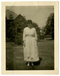 Hester R. Hoffman (Class of 1917) on the Smith College campus