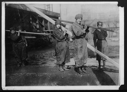 World War I: Women war workers, construction YWCA of the U.S.A. photographic records