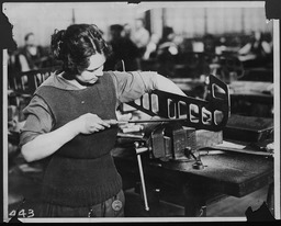 World War I: Women war workers: Pennsylvania Navy Yard YWCA of the U.S.A. photographic records