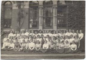 Class of 1901 in front of College Hall